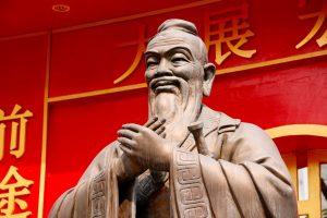 Een beeld van filosoof Confucius